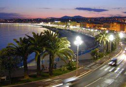 Immagine Sulla Promenade des Anglais triathlon tra nuoto, bicicletta e corsa e… le famose sedie blu