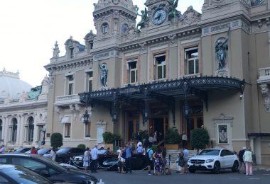 Immagine Moda, Casinò e Gran Premio. Monte Carlo è meta di turisti e personaggi famosi